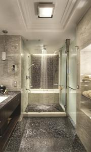 A bathroom at Sofa Hotel Istanbul, Autograph Collection