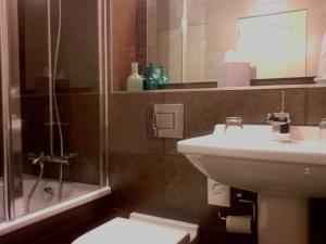 A bathroom at The Craighaar Hotel