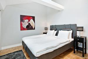 A bed or beds in a room at Avenue A1