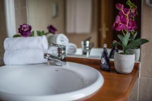 A bathroom at Villa de Elciego