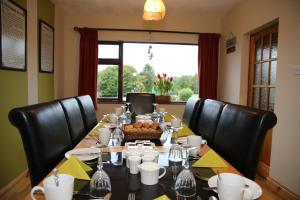 A restaurant or other place to eat at Bru Na Pairc B&B