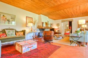 A seating area at Tomar Countryside Retreat for Family & Friends