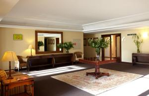 The lobby or reception area at Hotel Coia de Vigo