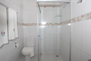 A bathroom at Pousada Safira do Morro