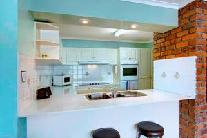 A kitchen or kitchenette at Pacific Blue