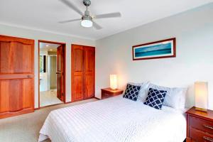 A bed or beds in a room at Pacific Blue
