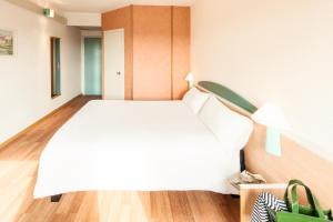 Cama ou camas em um quarto em Ibis Roma Fiera