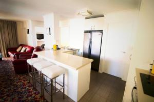 A kitchen or kitchenette at Grosvenor Beachfront Apartments