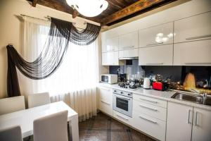 A kitchen or kitchenette at Drive Hills