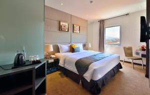 A bed or beds in a room at Serela Merdeka by KAGUM Hotels