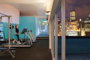 The fitness center and/or fitness facilities at Radisson On Flagstaff Gardens Melbourne