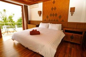 A bed or beds in a room at Samui Luxury Pool Villa Melitta