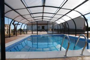 The swimming pool at or near Hotel Rural Teso de la Encina
