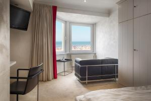 Een TV en/of entertainmentcenter bij Beach Hotel - Auberge des Rois