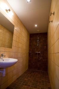 A bathroom at Dirhami Guesthouse