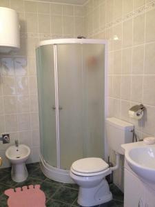 Kupaonica u objektu Guest House Laura