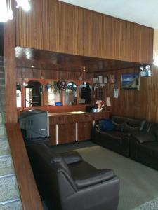 Лобби или стойка регистрации в Hostal Los Pinos Inn