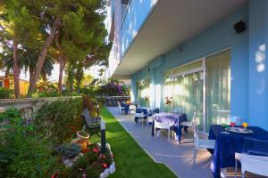 A restaurant or other place to eat at Aurea Hotel