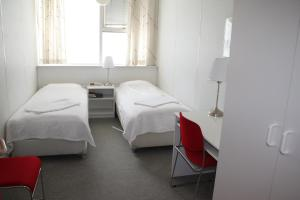 A bed or beds in a room at 101 Guesthouse