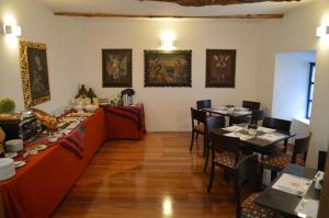 A restaurant or other place to eat at Tierra Viva Cusco San Blas