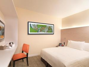 A bed or beds in a room at Sama Sama Express klia2 (Airside Transit Hotel)