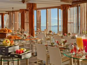 A restaurant or other place to eat at Gaya Island Resort