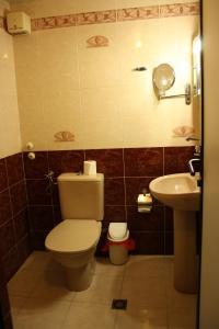 Ванная комната в Rony Hotel