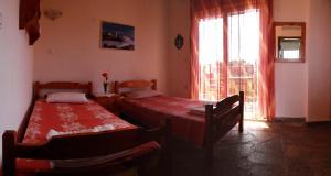 Ένα ή περισσότερα κρεβάτια σε δωμάτιο στο Aris Pension