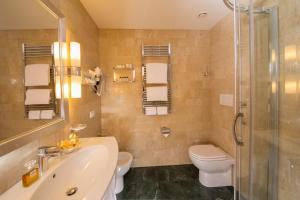 A bathroom at Hotel Santa Costanza