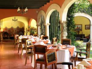 A restaurant or other place to eat at Hotel Racquet Cuernavaca