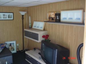 Телевизор и/или развлекательный центр в Ferienhaus Süplingen