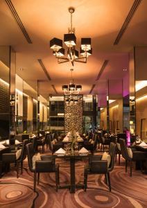 A restaurant or other place to eat at Radisson Suites Bangkok Sukhumvit