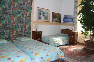 A bed or beds in a room at Les Airelles Bed and Breakfast