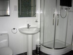 A bathroom at Beach View Apartment
