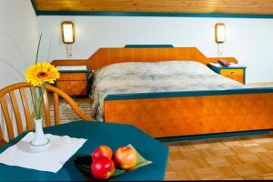 """Ein Bett oder Betten in einem Zimmer der Unterkunft Gasthof """"zur Bahn"""""""