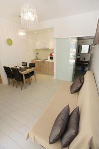 A seating area at Zadar Street Apartments and Room