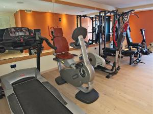 The fitness center and/or fitness facilities at Hotel Madonna delle Nevi
