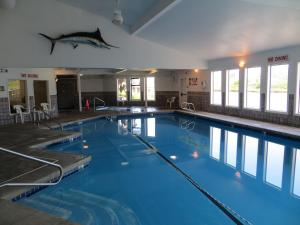 The swimming pool at or near Edgewater Inn Coos Bay