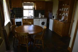 A kitchen or kitchenette at Seaview Self-Catering