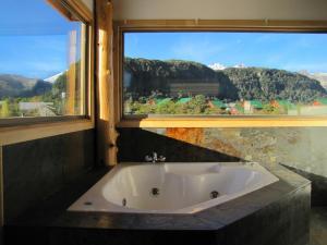 A bathroom at Refugio Ecobox Andino