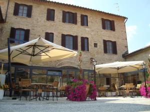 A restaurant or other place to eat at Il Vecchio Mulino