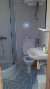 A bathroom at Apartments Bedene