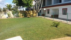 A garden outside Apartamentos Las Parcelas