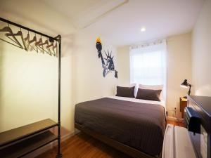 A bed or beds in a room at CITY ROOMS NYC - Chelsea