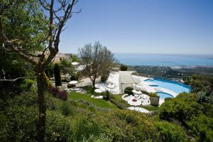 Ein Blick auf den Pool von der Unterkunft Palace Hotel San Michele oder aus der Nähe