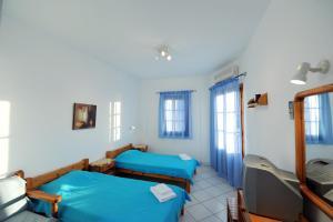 Ένα ή περισσότερα κρεβάτια σε δωμάτιο στο Froudi Rooms