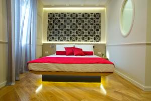 A bed or beds in a room at Borelli Palace Deluxe Apartments