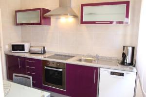 A kitchen or kitchenette at Casa Da Baía