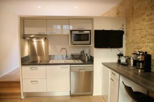 A kitchen or kitchenette at Le Porche de Sarlat