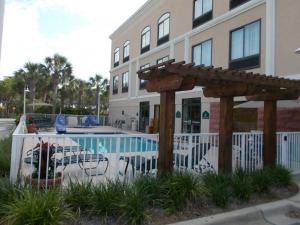 The swimming pool at or close to Wingate by Wyndham Destin